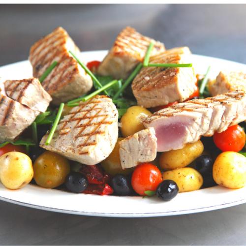 _Atmospherae Catering da Asporto Salade di tonno scottato con patate olivette taggiasche e feta