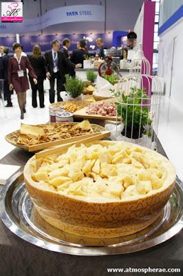 immagine di un particolare del buffet allo stand di tenaris