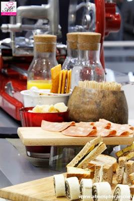 immacgne di un particolare del buffet allo stand di tenaris