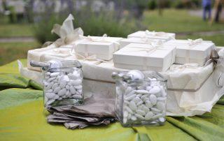 tavolo dei confetti e delle bomboniere del matrimonio