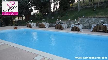bordo piscina della location dove si è svolto il matrimonio