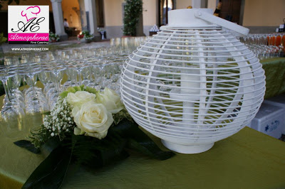 wedding day-decorazione bianca dell'allestimenti per il buffet